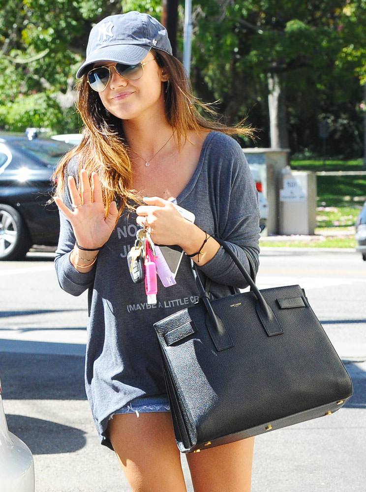 Lucy-Hale-Saint-Laurent-Large-Sac-de-Jour