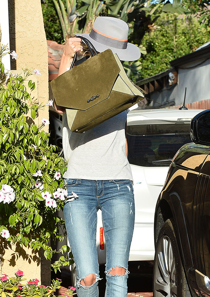 Rosie-Huntington-Whiteley-Givenchy-Obsedia-Bag
