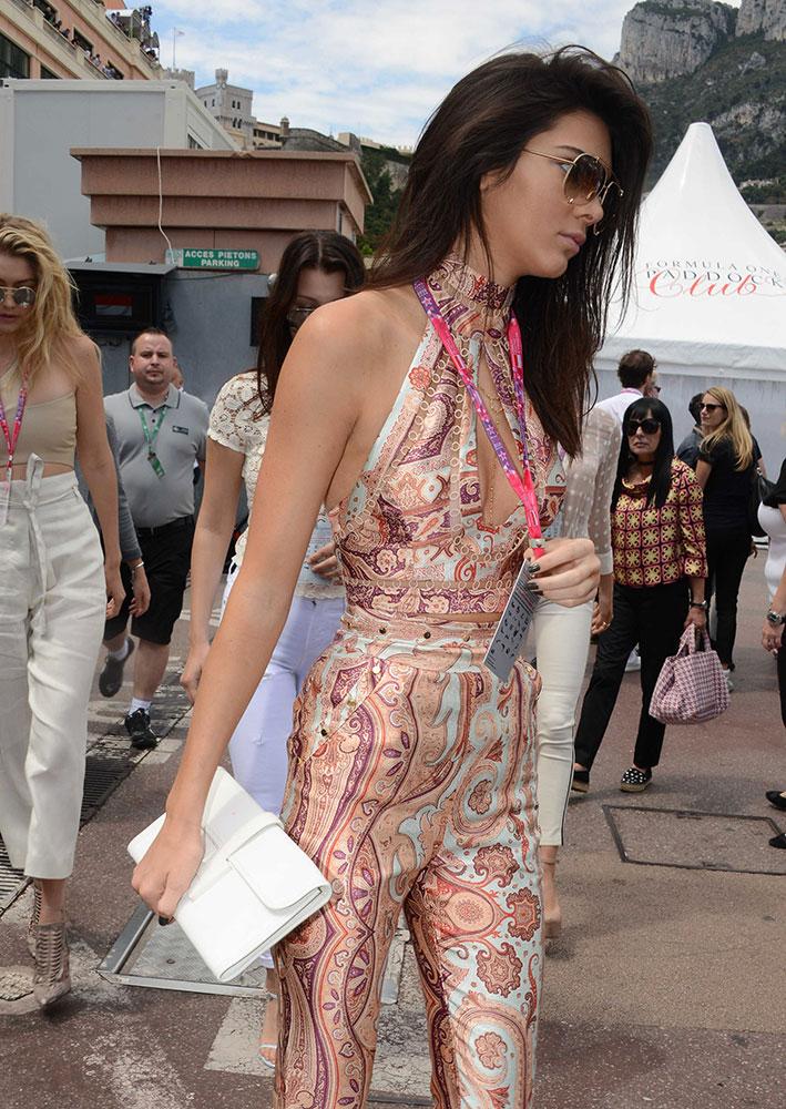 Kendall-Jenner-Hermes-Jige-Clutch
