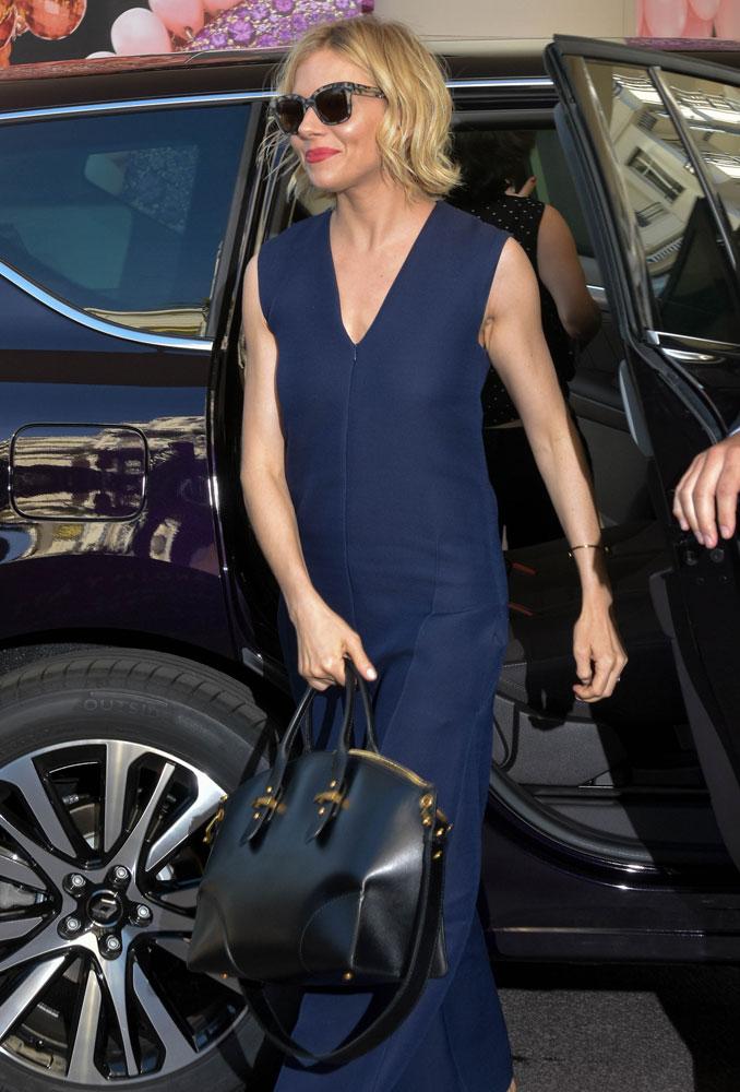 Sienna-Miller-Alexander-McQueen-Legend-Bag