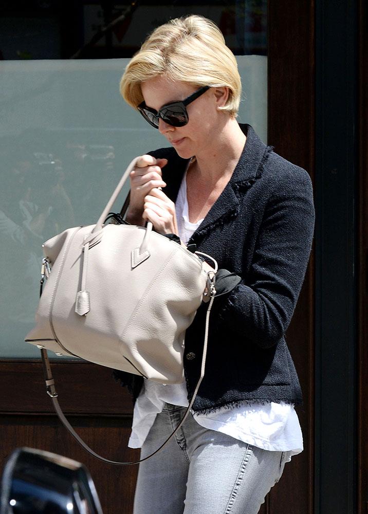 Charlize-Theron-Louis-Vuitton-Soft-Lockit-Bag