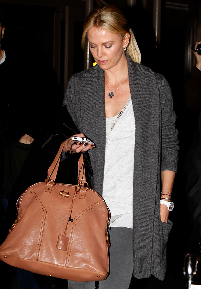 Charlize-Theron-Yves-Saint-Laurent-Muse-Bag