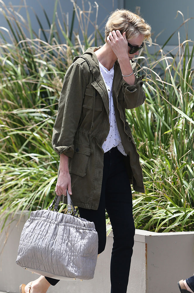 Charlize-Therone-Christian-Dior-Cannage-Tote