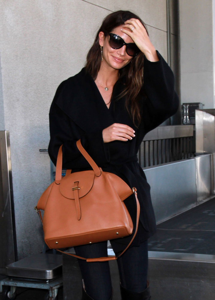 45 photos of gorgeous supermodels and their fabulous handbags purseblog. Black Bedroom Furniture Sets. Home Design Ideas