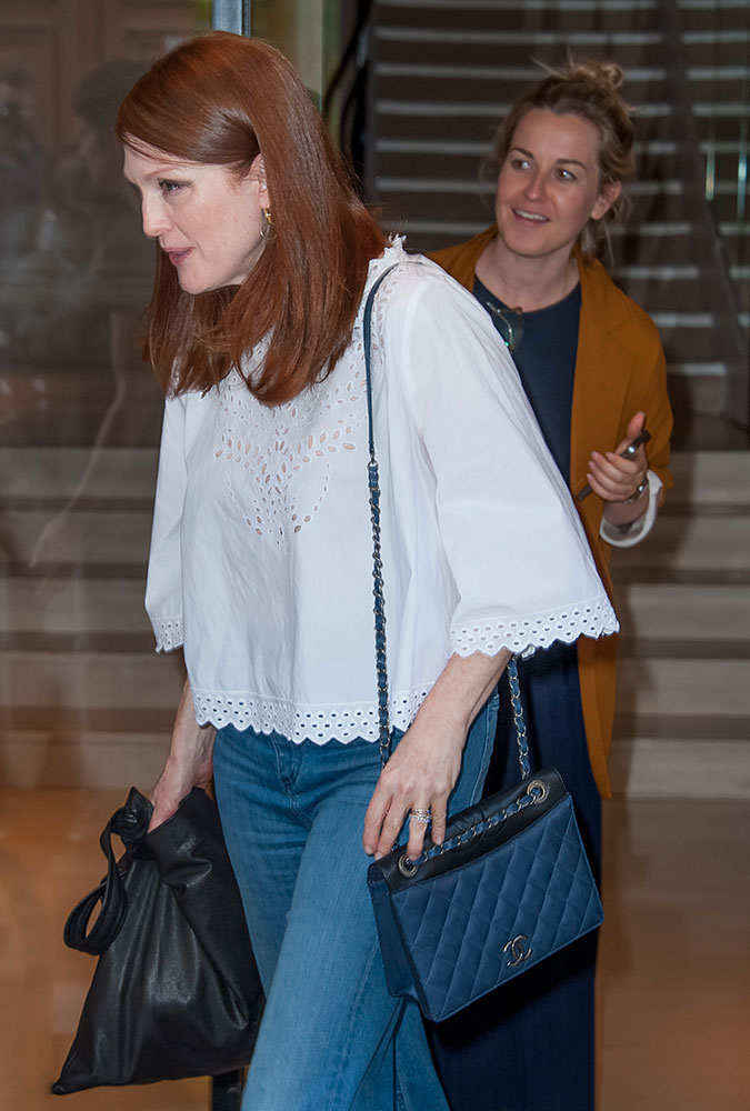 Julianne-Moore-Chanel-Shoulder-Bag