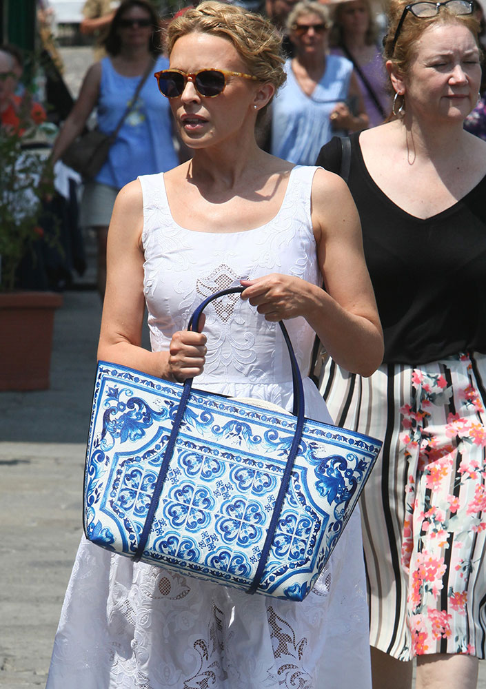 Kylie-Minogue-Dolce-and-Gabbana-Escape-Tote
