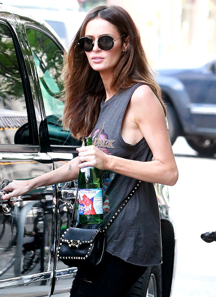 Nicole-Trunfio-Valentino-Rockstud-Crossbody-Bag