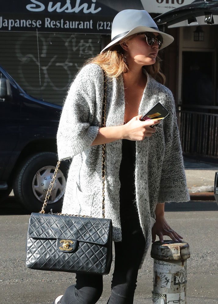 Chrissy-Teigen-Chanel-Jumbo-Vintage-Flap-Bag