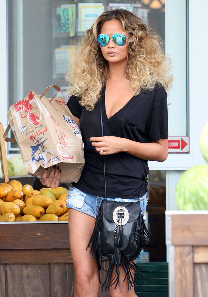 The 10 Best Celebrity Bag Looks of Summer 2015 - PurseBlog b90d1488b586c