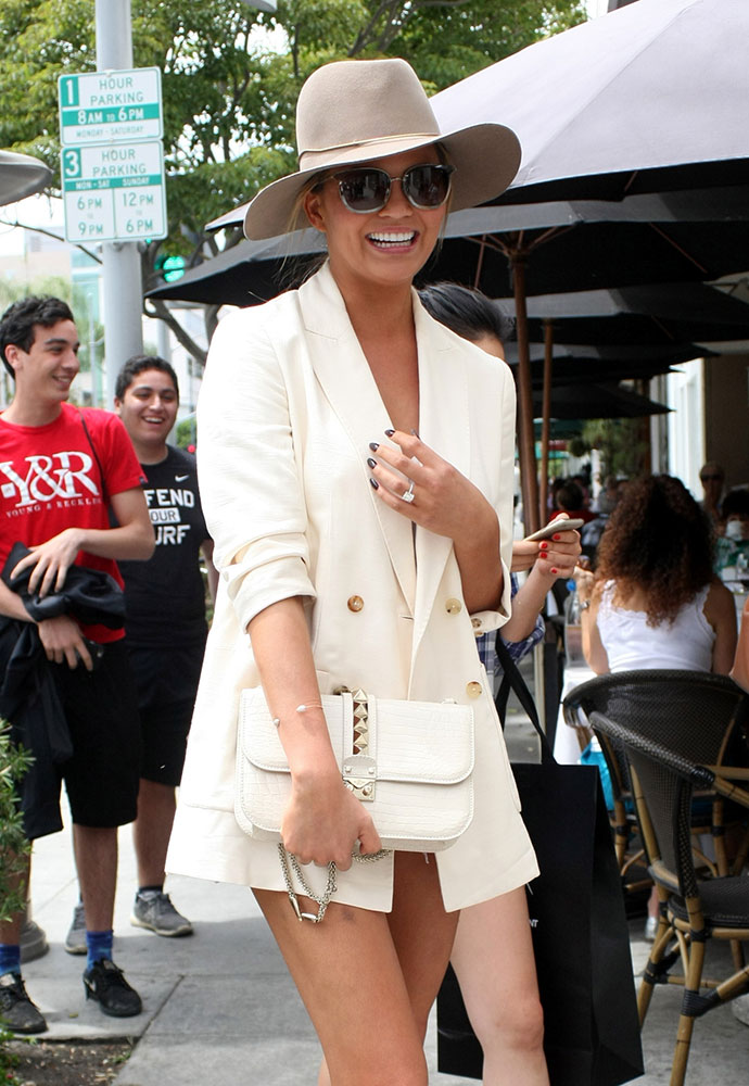 Chrissy-Teigen-Valentino-Crocodile-Lock-Bag