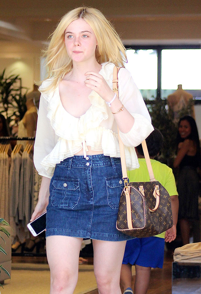 Elle-Fanning-Louis-Vuitton-Speedy-Bandouliere-Bag