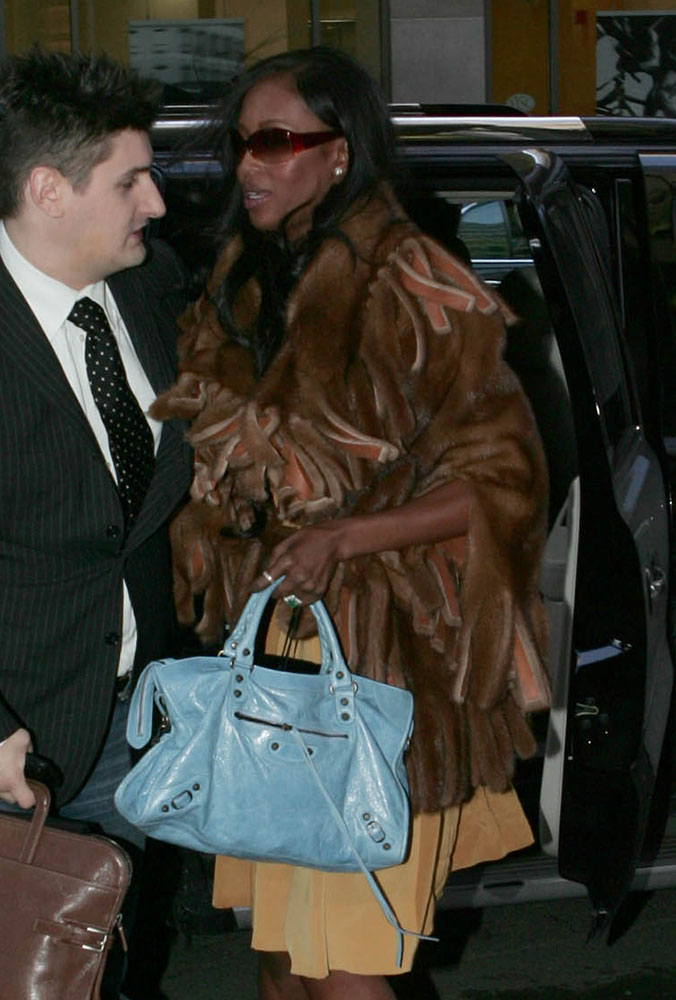 Naomi-Campbell-Balenciaga-City-Bag