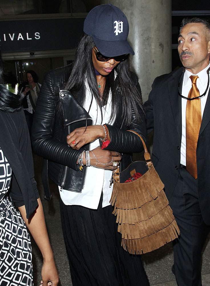 Naomi-Campbell-Burberry-Suede-Fringe-Bucket-Bag