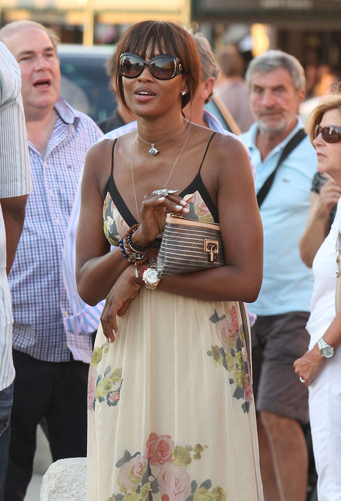 Naomi-Campbell-Louis-Vuitton-Monogram-Stripe-Pouch