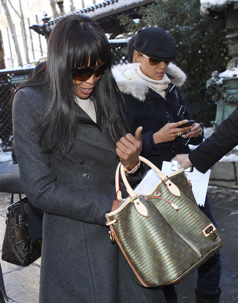 Naomi-Campbell-Louis-Vuitton-Stripe-Monogram-Neo-Bag