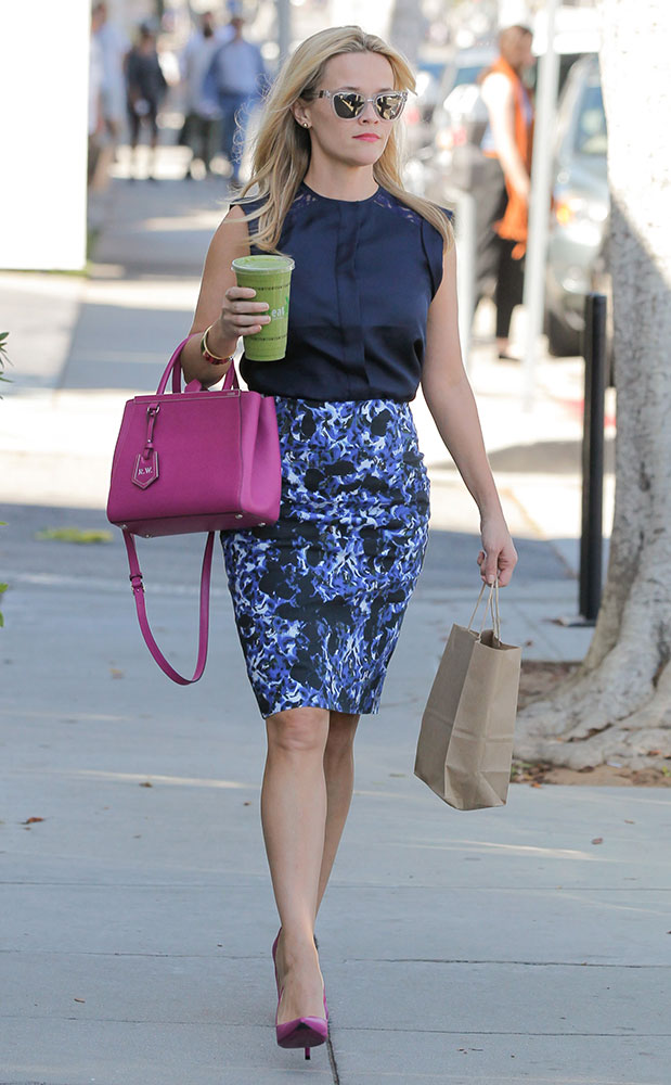 Reese-Witherspoon-Fendi-Petite-2-Jours-Bag-1