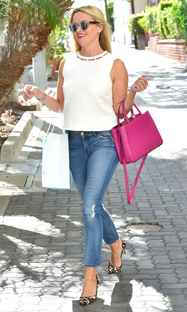 Reese-Witherspoon-Fendi-Petite-2Jours-Bag-2