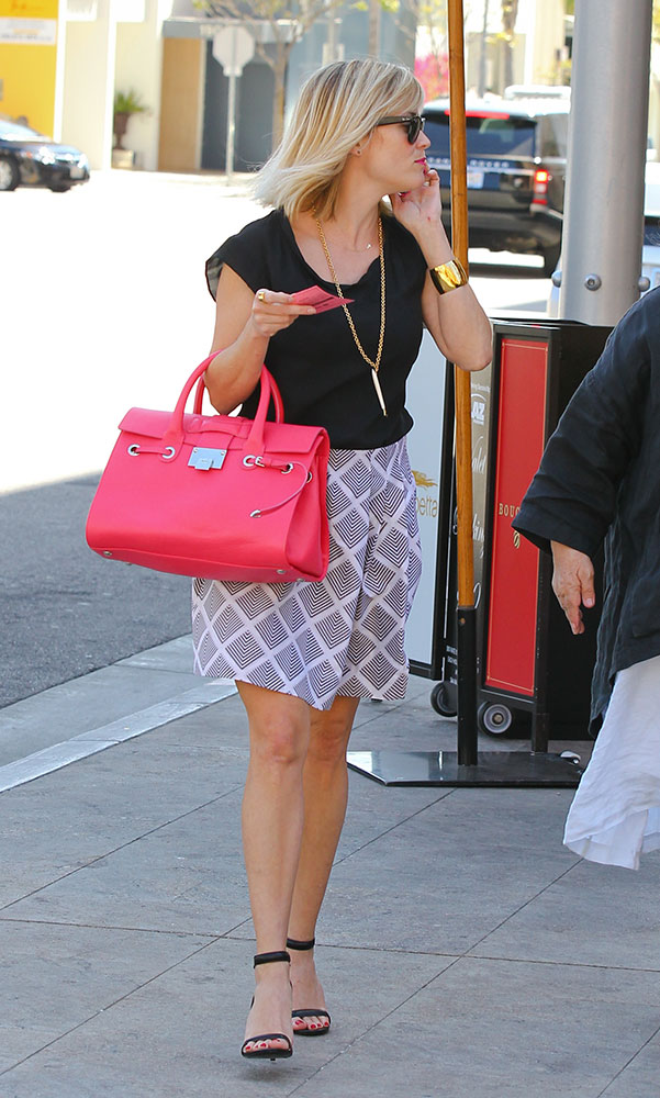 Reese-Witherspoon-Jimmy-Choo-Rosa-Satchel
