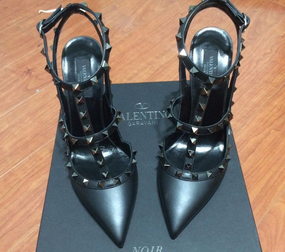 Valentino-Rockstud-Noir-Pumps