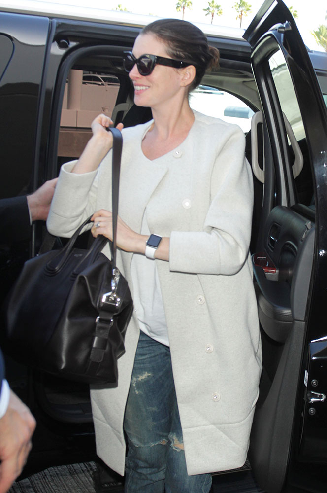 Anne-Hathaway-Givenchy-Nightingale-Bag