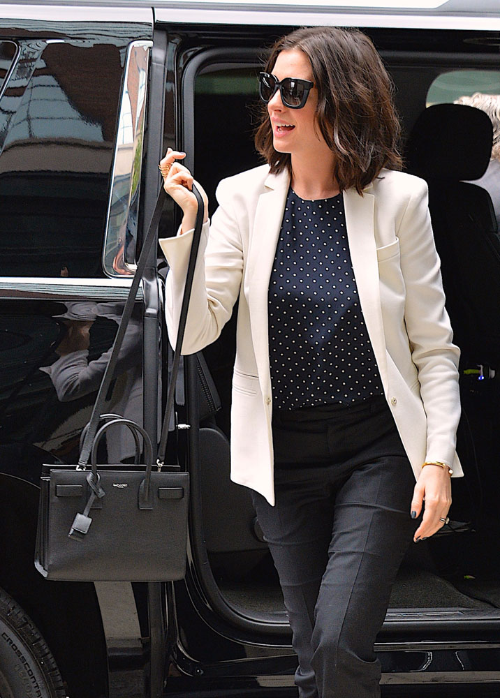 Anne-Hathaway-Saint-Laurent-Baby-Sac-de-Jour-Bag