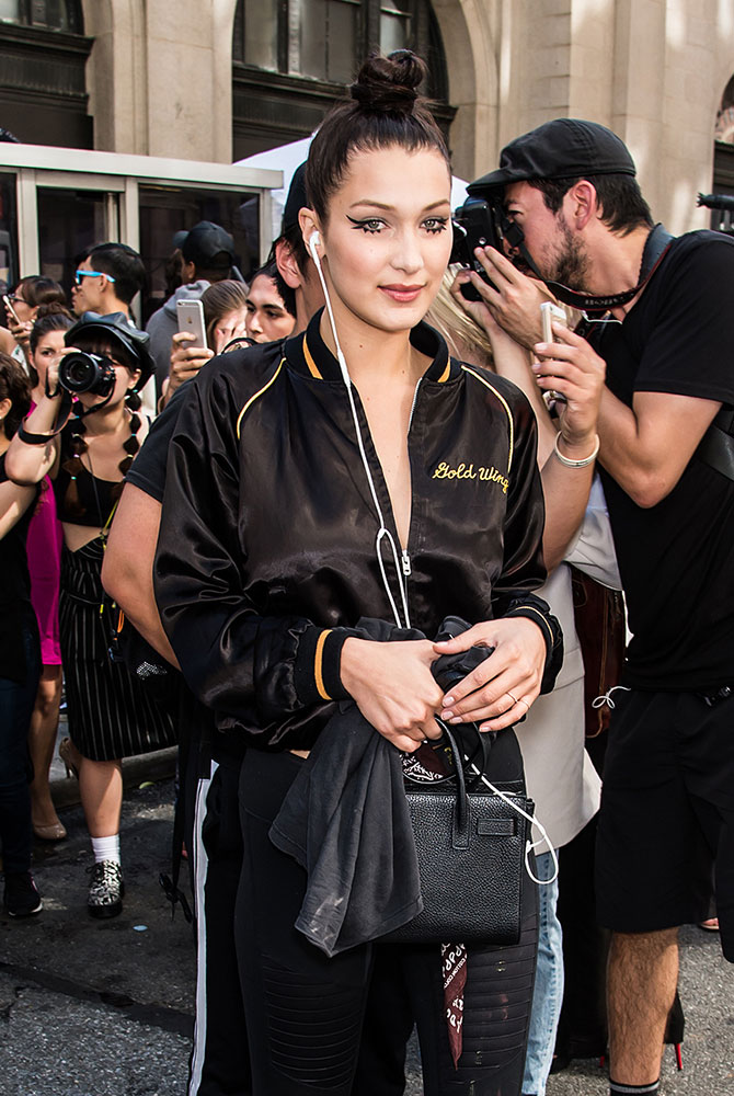 Bella-Hadid-Saint-Laurent-Nano-Sac-de-Jour-Bag