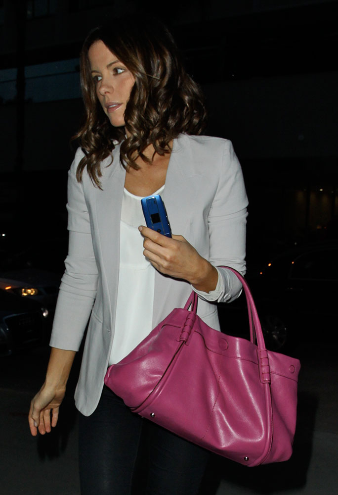 Kate-Beckinsale-Tods-Tote