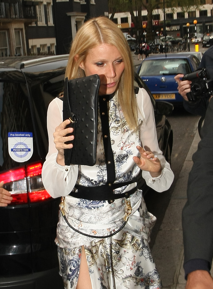 Gwyneth-Paltrow-Studded-Clutch