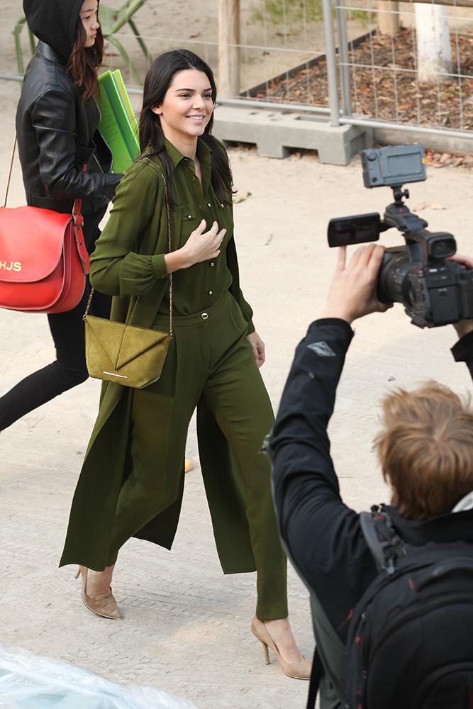Kendall-Jenner-Roland-Mouret-Classico-Bag