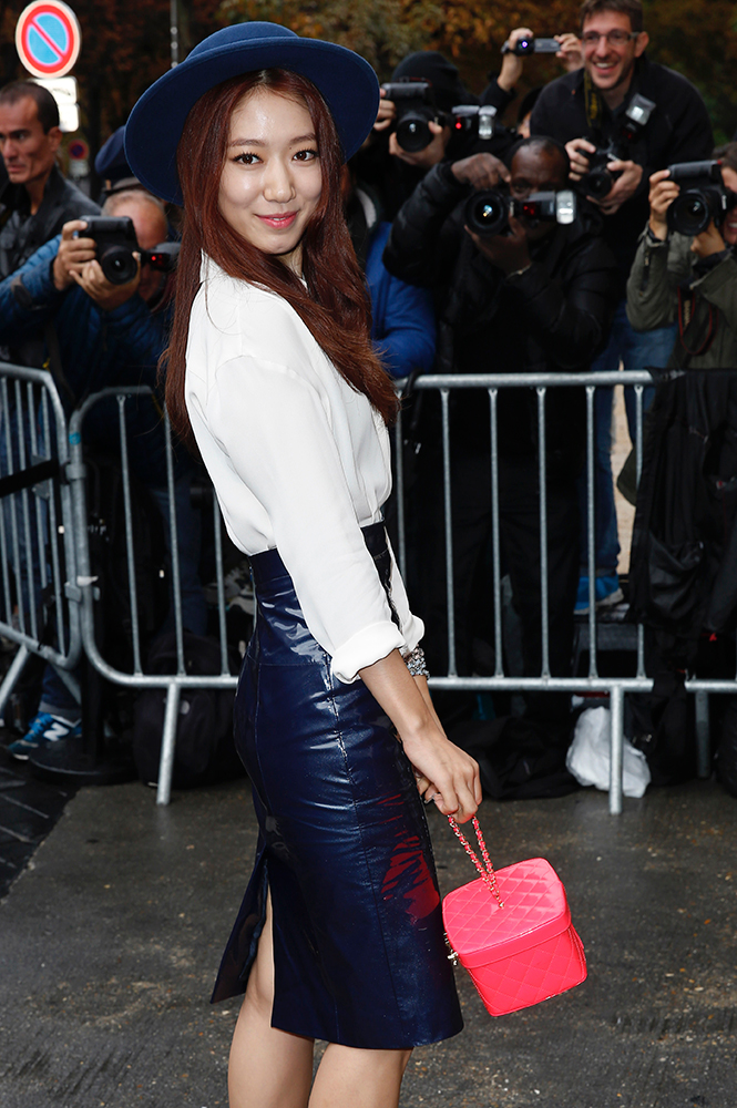 Shin-hye-Park-Chanel-Box-Clutch