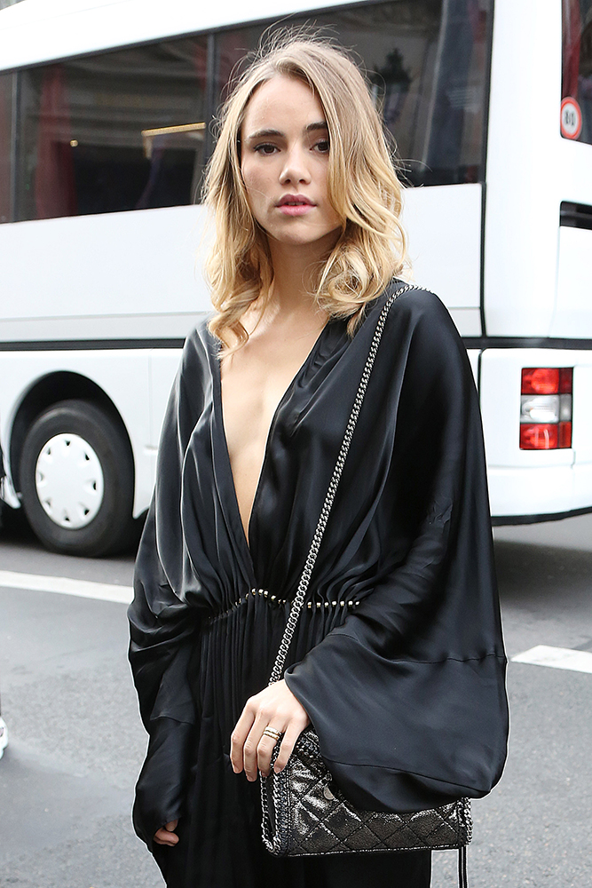 Suki-Waterhouse-Stella-McCartney-Falabella-Mini-Bag