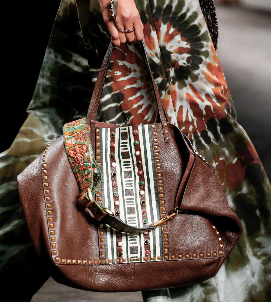 Valentino-Spring-2016-Bags-21