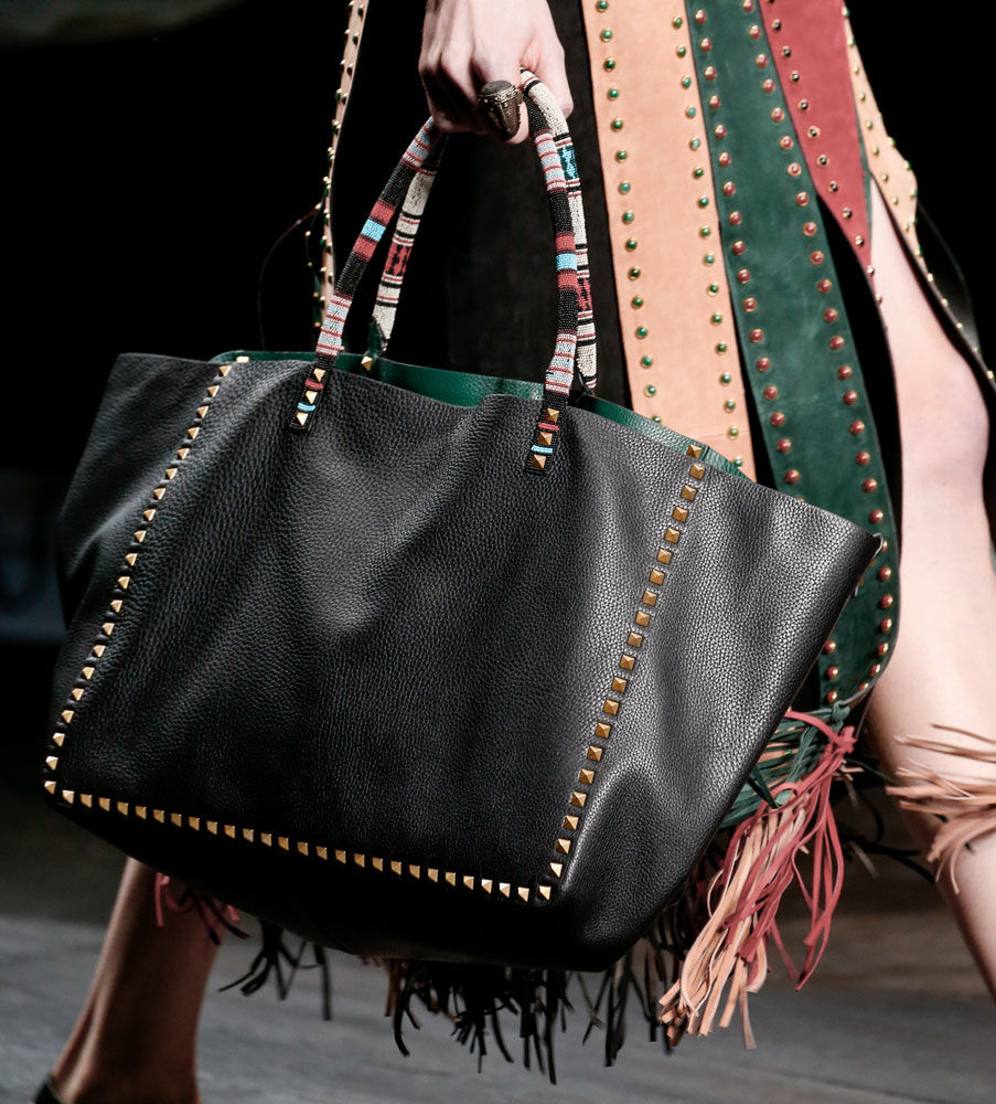 Valentino-Spring-2016-Bags-25