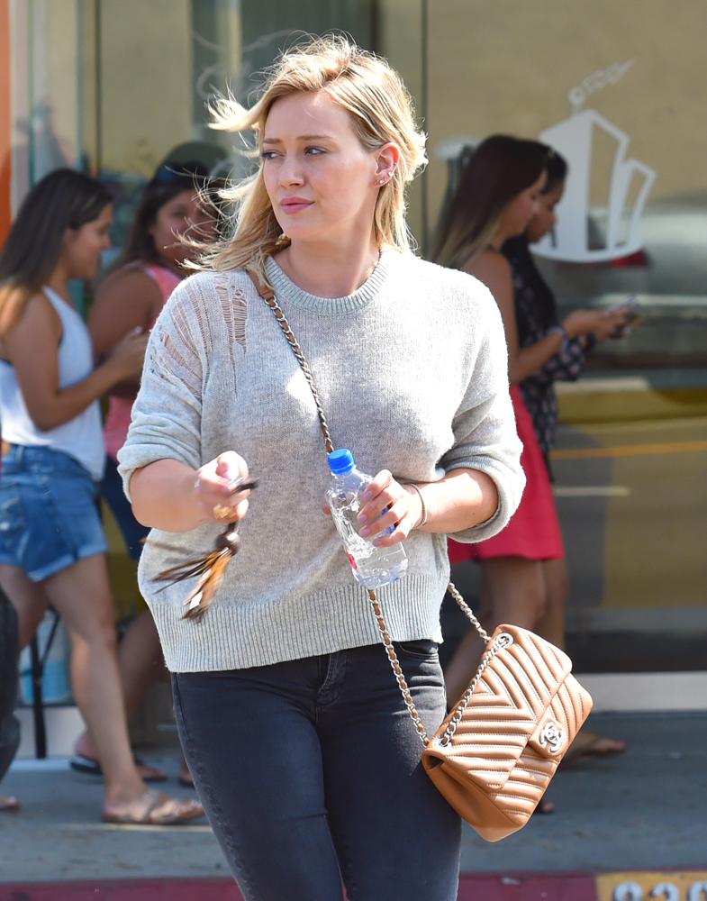 Hilary-Duff-Chanel-Flap-Bag-4