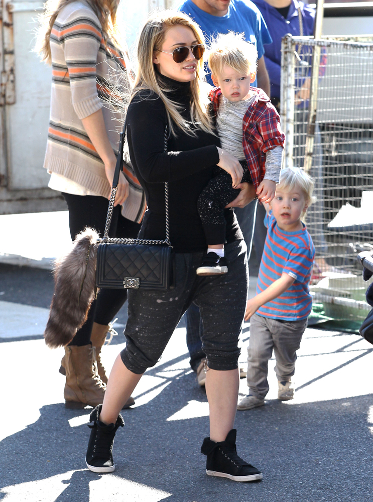 Hilary-Duff-Chanel-Flap-Bags-12