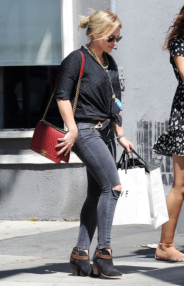 Hilary-Duff-Chanel-Flap-Bags-15