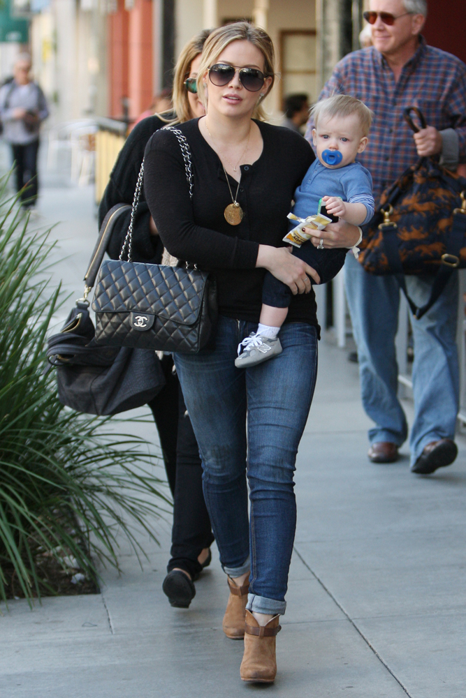 Hilary-Duff-Chanel-Flap-Bags-34