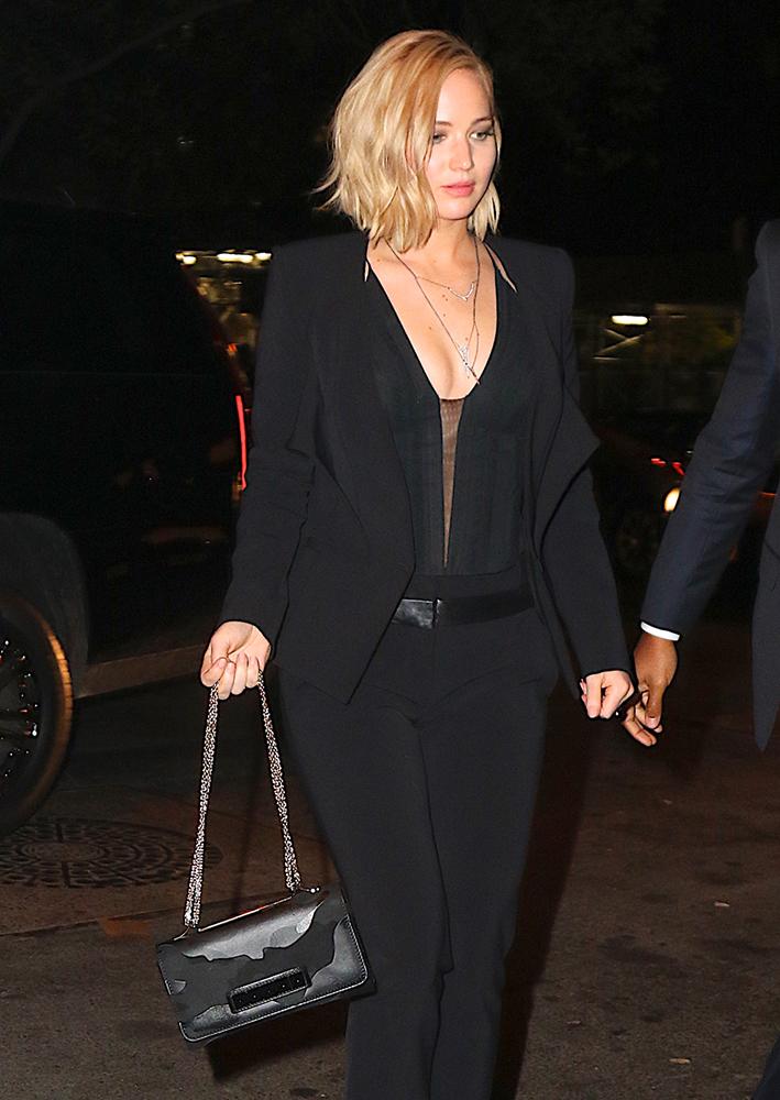 Jennifer-Lawrence-Valentino-Rockstud-Noir-Camouflage-VaVaVoom-Bag