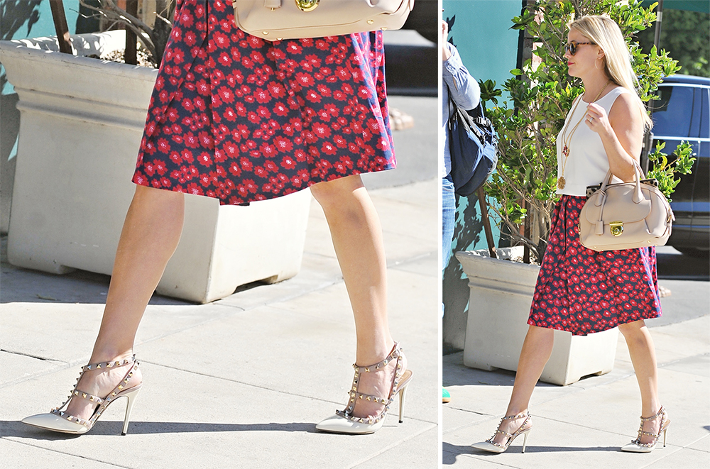 Reese-Witherspoon-Valentino-Rockstud-Pumps