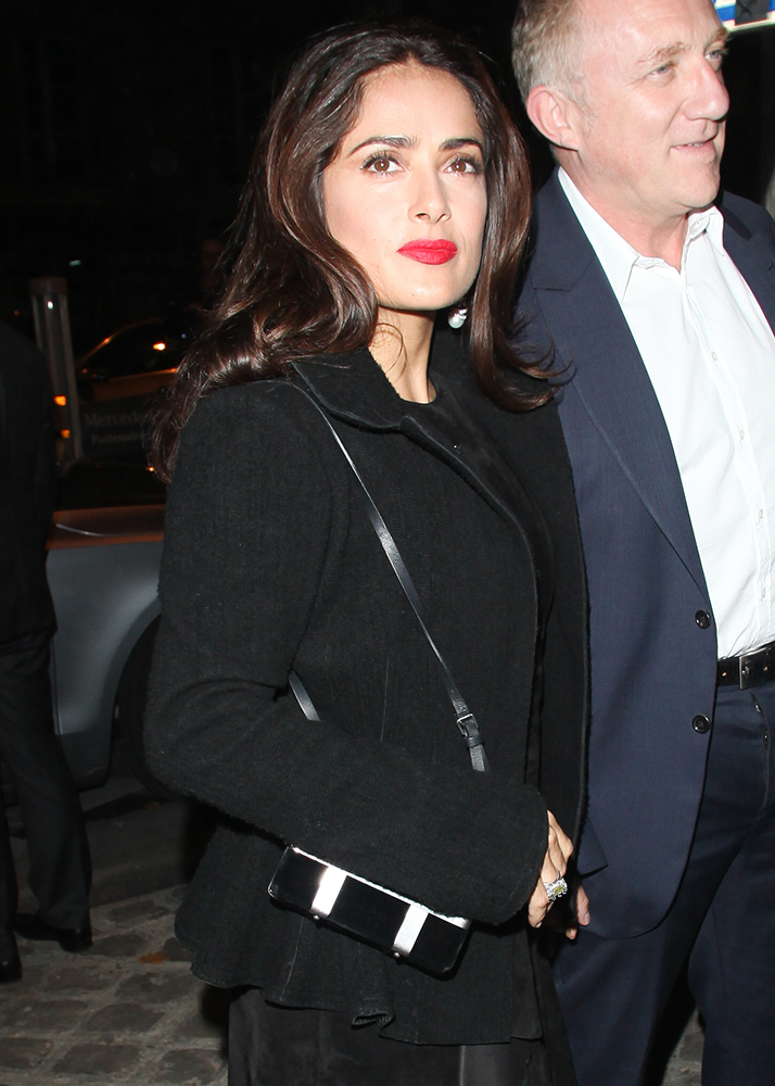Salma-Hayek-Alexander-McQueen-Cage-Velvet-Shoulder-Bag