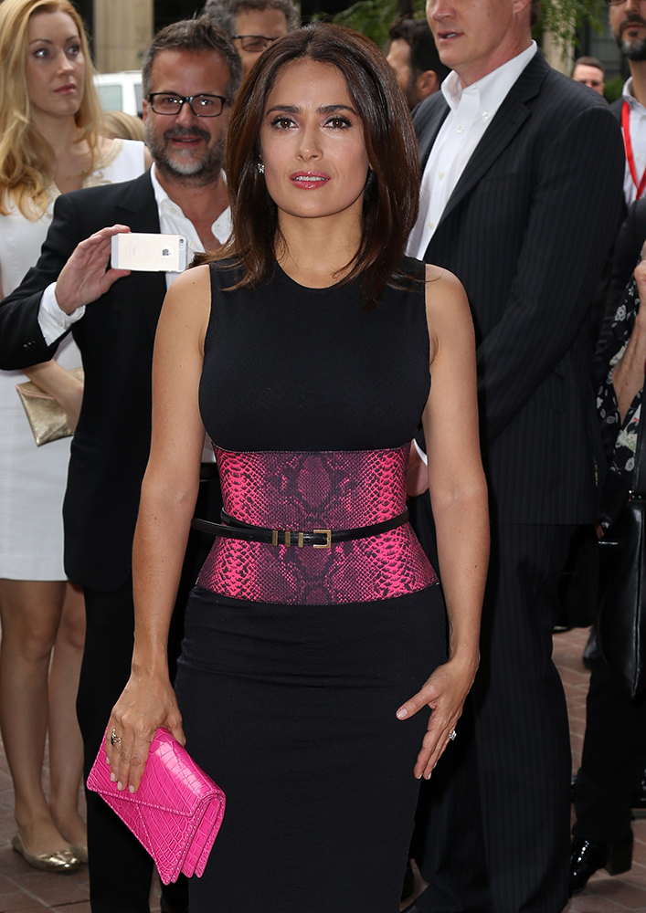 Salma-Hayek-Bottega-Veneta-Piano-Crocodile-Crisscross-Clutch