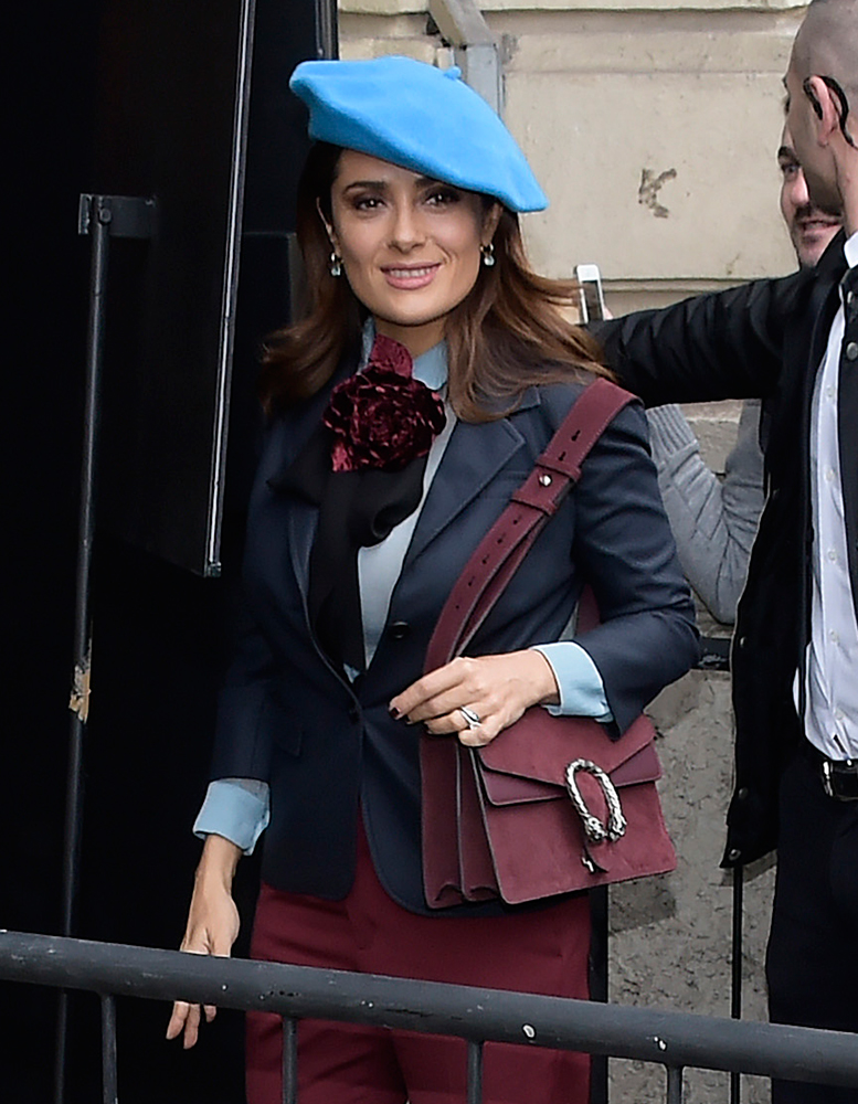 Salma-Hayek-Gucci-Dionysus-Suede-Shoulder-Bag
