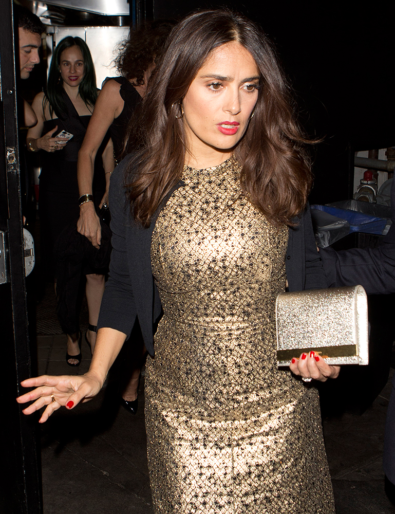 Salma-Hayek-Saint-Laurent-Lutetia-Gold-Bar-Clutch