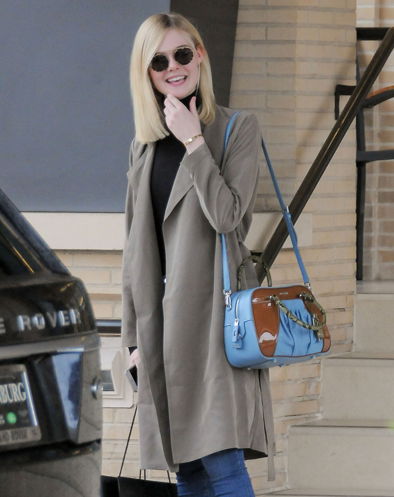 Elle-Fanning-Miu-Miu-Shoulder-Bag