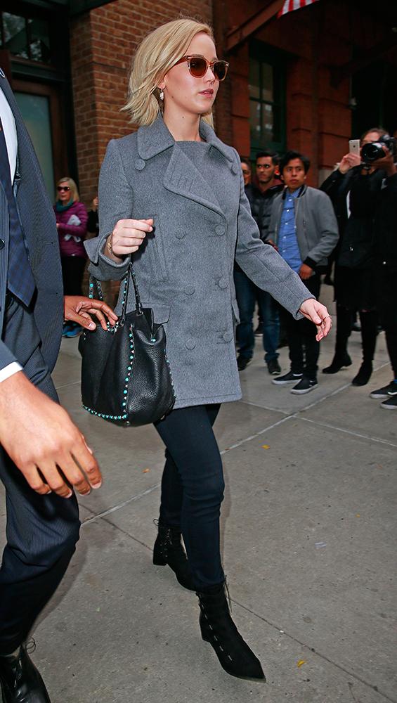 Jennifer-Lawrence-Valentino-Rockstud-Trapeze-Bags-4