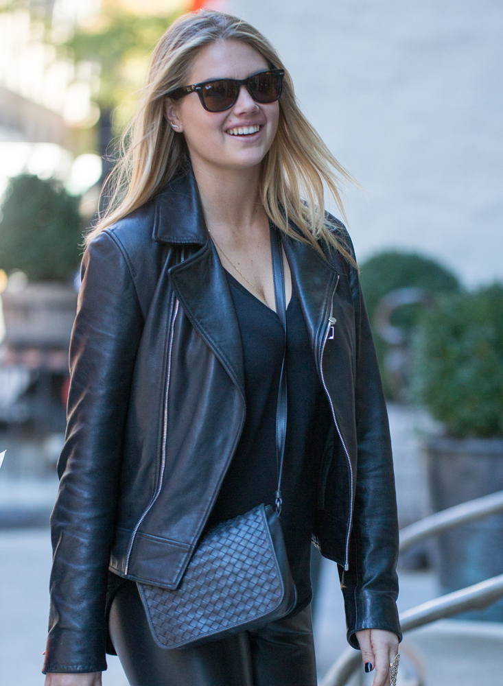 Kate-Upton-Bottega-Veneta-Messenger-Bag