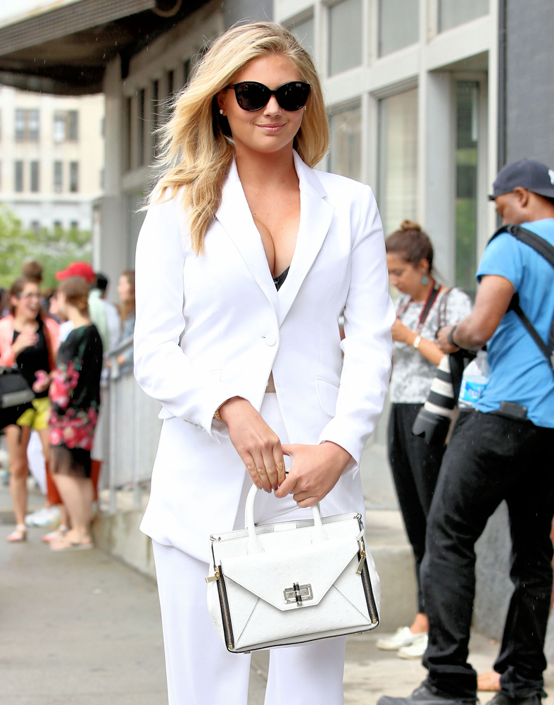 Kate-Upton-Diane-von-Furstenberg-Secret-Agent-Bag