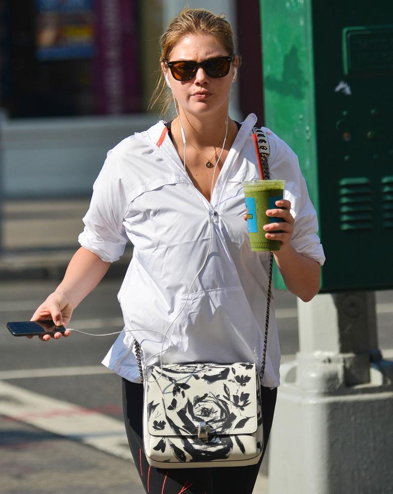 Kate-Upton-Floral-Crossbody-Bag