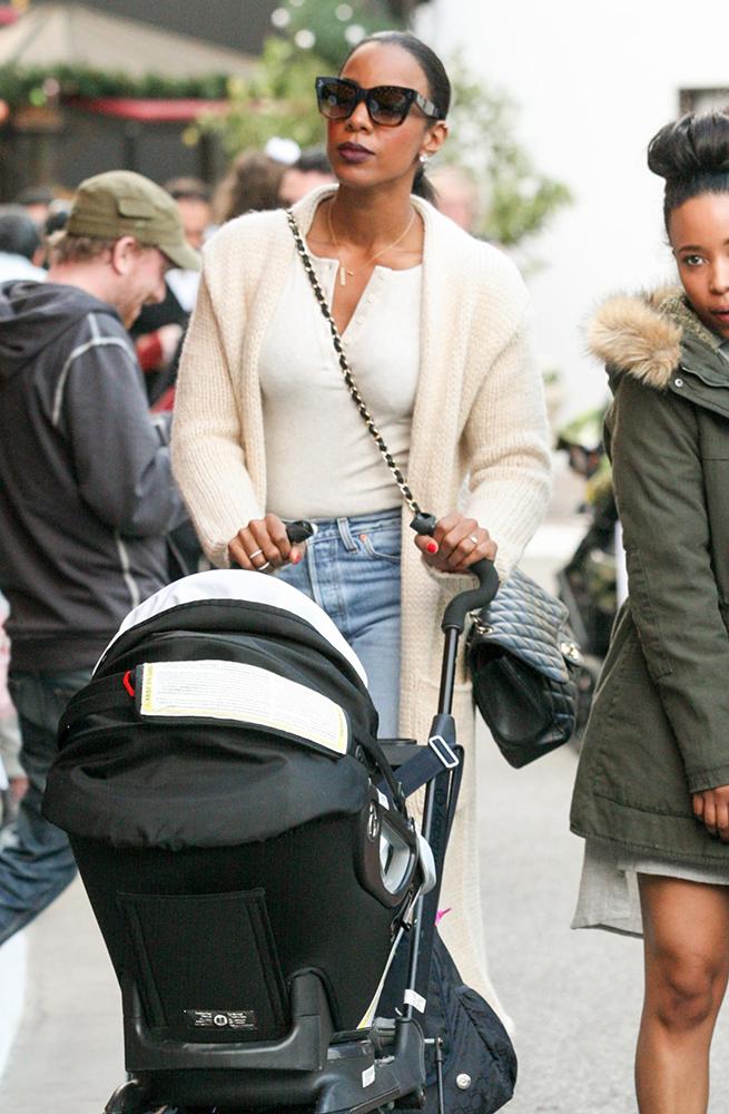 Kelly-Rowland-Chanel-Bags-1