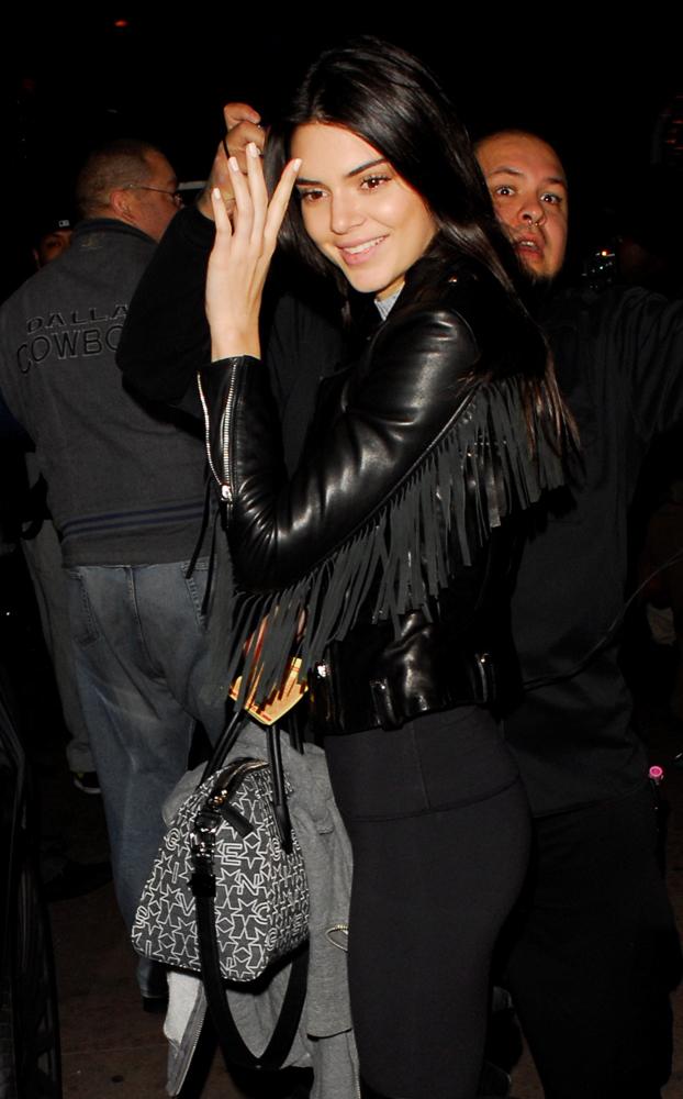 Kendall-Jenner-Givenchy-Antigona-Logo-Fabric-6